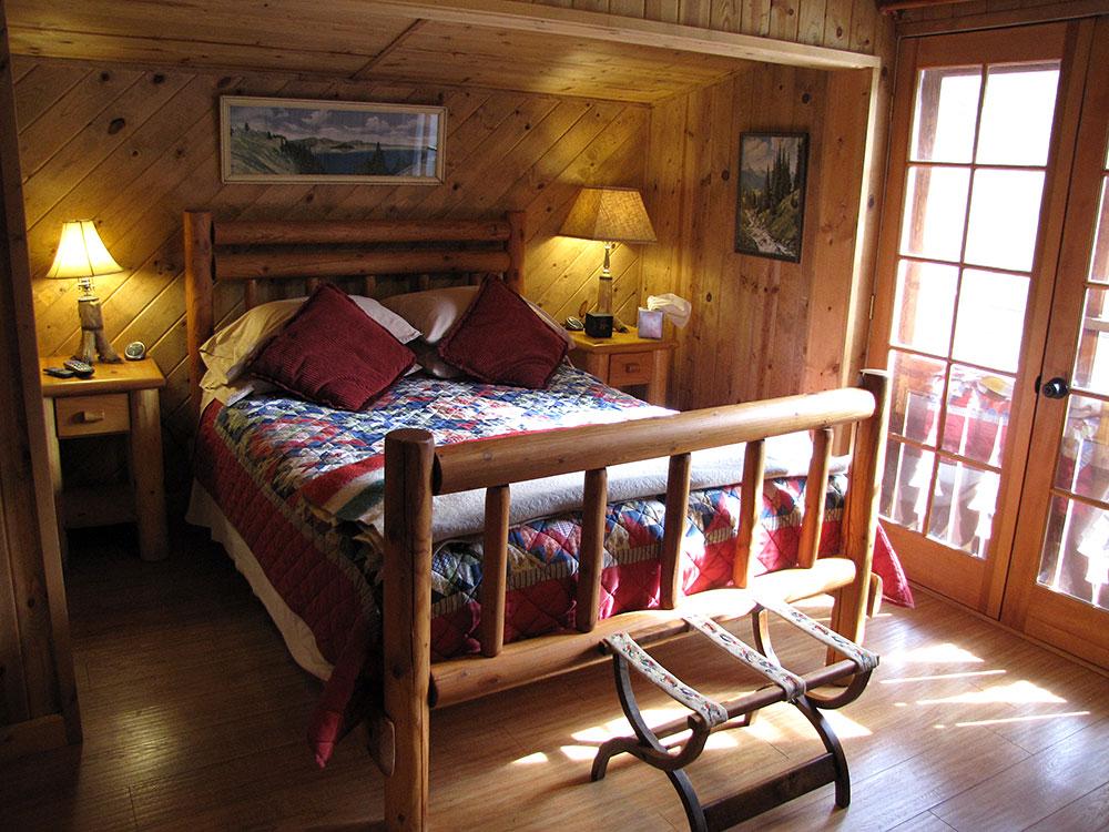 Rogue River Cabin Bedroom